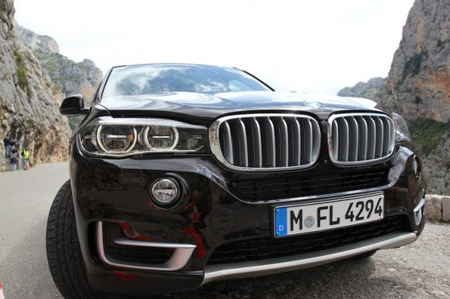 2013-BMW-X5-F15-xDrive50i-SUV-Real-Life-Fotos-2