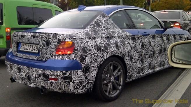 2014-BMW-M235i-F22-Estorilblau-Erlkoenig-2er-Coupe-2
