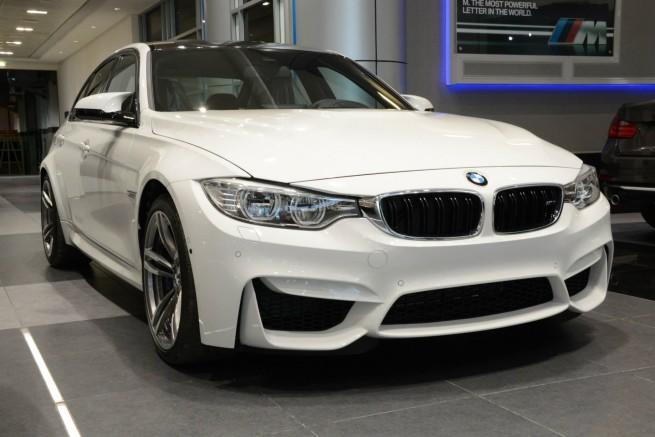 2014-BMW-M3-F80-Weiss-Abu-Dhabi-Showroom-07