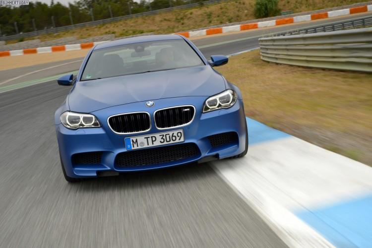 2014-BMW-M5-F10-LCI-Competition-Paket-Frozen-Blue-01