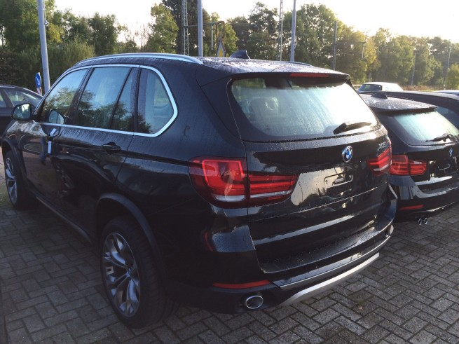 2014-BMW-X5-F15-Design-Pure-Experience-04