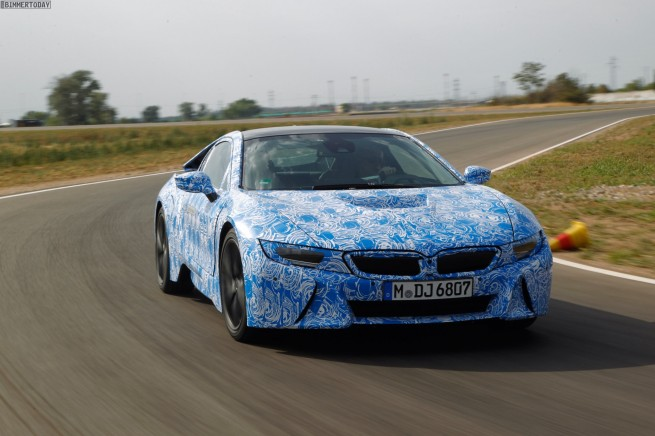 2014-BMW-i8-Plug-in-Hybrid-Sportwagen-05