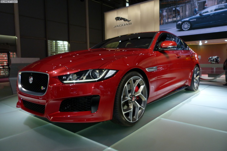 2014-Jaguar-XE-S-Limousine-Carnelian-Red-Premiere-Paris-LIVE-01