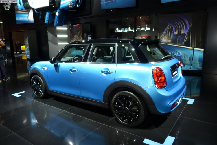 2014-MINI-Hatch-F55-Fuenftuerer-5-Cooper-S-Autosalon-Paris-LIVE-08