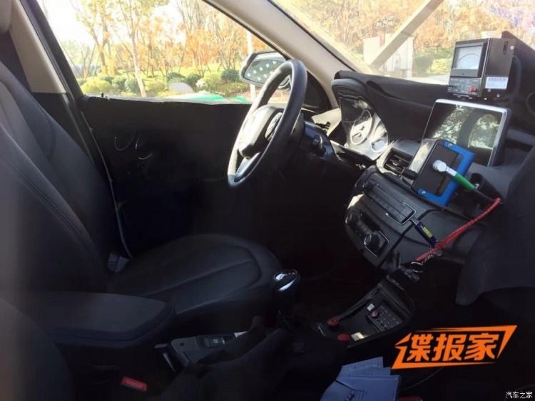 2015-BMW-X1-F48-Innenraum-ungetarnt-Kompakt-SUV-autohome-com-cn