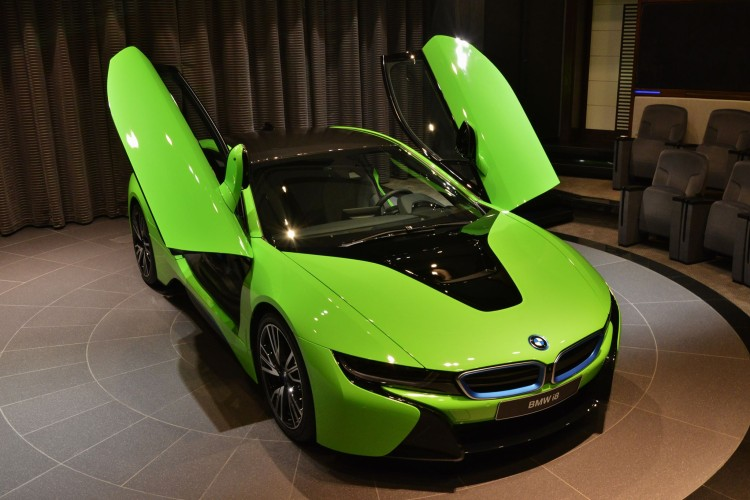 BMW-i8-gruen-Folierung-Abu-Dhabi-01