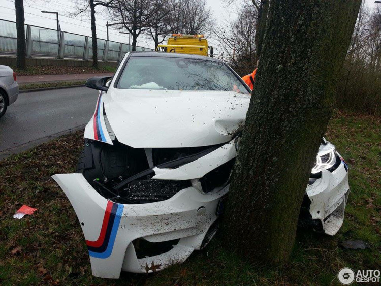 BMW-M4-F82-Crash-Autogespot-03