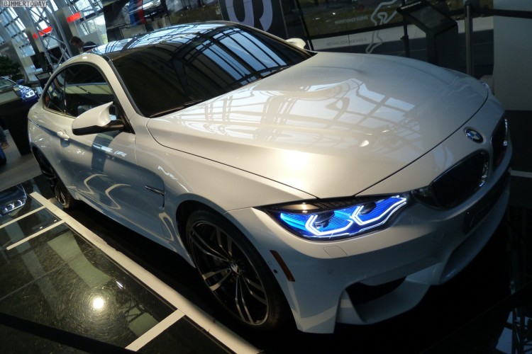 BMW-M4-Iconic-Lights-Laser-OLED-Coupe-F82-Welt-2015-15