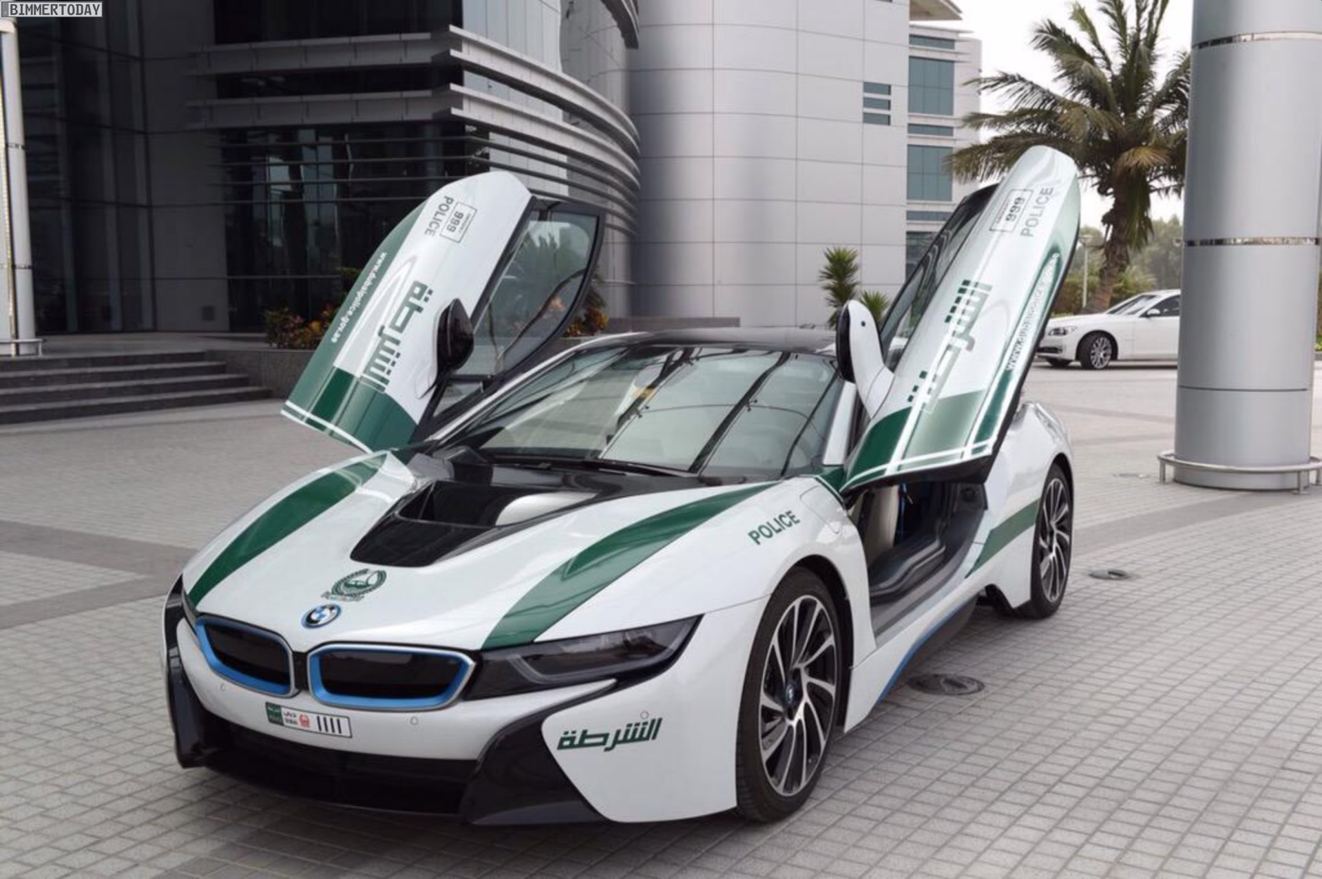Dubai Police Cars >> Dubai Police: BMW i8 als Polizei-Auto der Superlative im ...