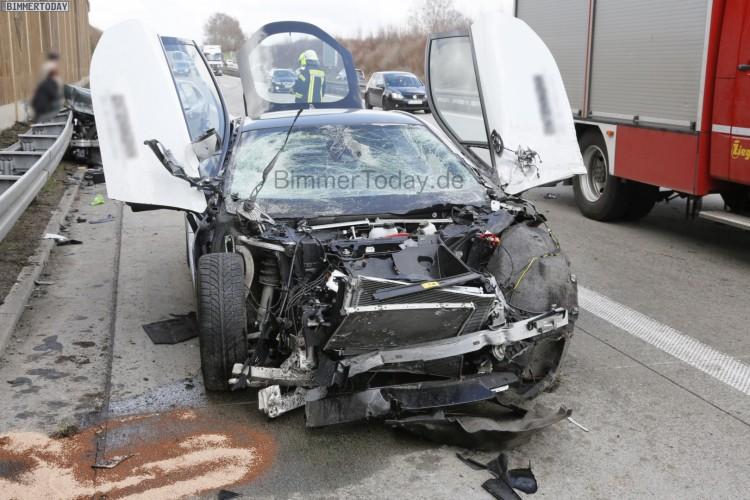 BMW-i8-Unfall-Autobahn-Crash-4