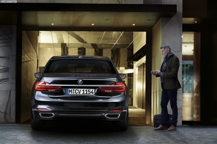 BMW-7er-2015-Display-Key-Remote-Control-Parking