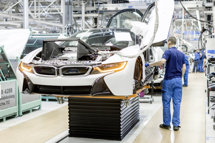 Blick in die Montage des Hybrid-Sportwagens BMW i8 im Werk Leipzig. Endmontage.