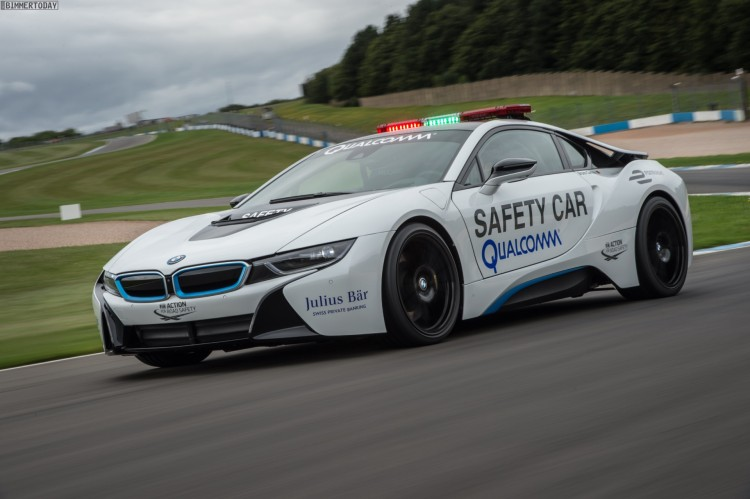 2016-Formel-E-BMW-i8-Safety-Car-15