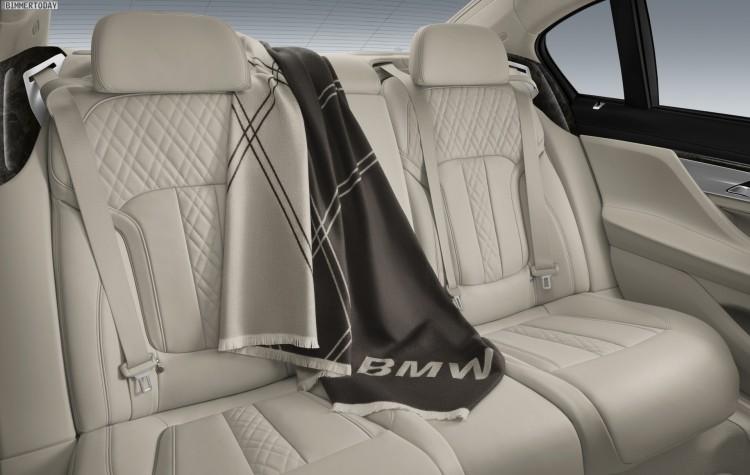 BMW-Zubehoer-Reisedecke-BMW-7er-2015-G11-G12-Fond-Decke-01