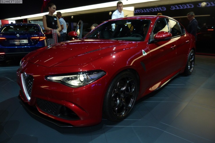 Alfa-Romeo-Giulia-QV-Quadrifoglio-Verde-Red-Rosso-IAA-2015-LIVE-13