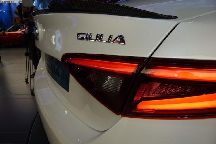 Alfa-Romeo-Giulia-QV-Quadrifoglio-Verde-White-IAA-2015-LIVE-25