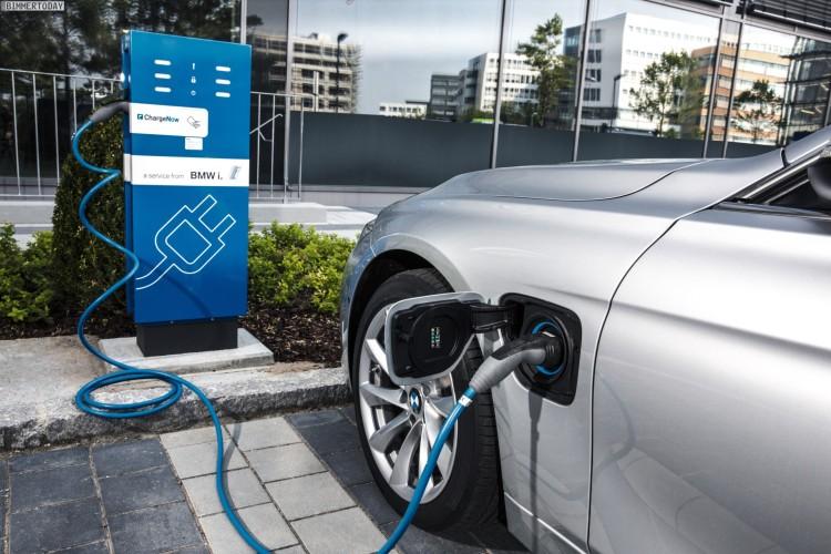 BMW-330e-2015-IAA-Plug-in-Hybrid-3er-F30-LCI-16