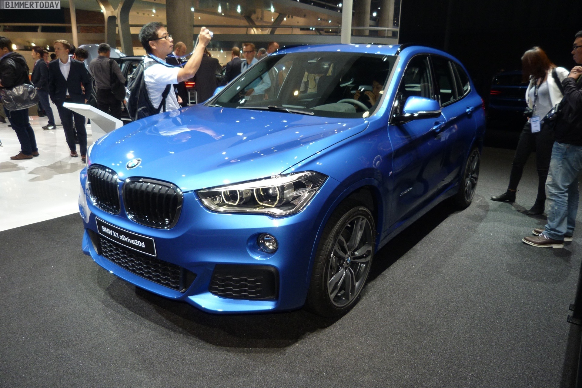 iaa 2015 bmw x1 f48 mit m sport paket in estorilblau. Black Bedroom Furniture Sets. Home Design Ideas