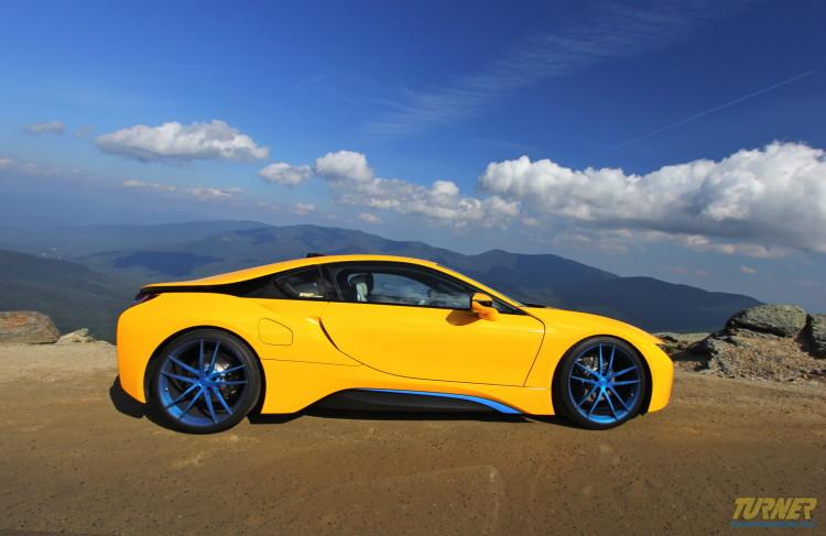 Turner-BMW-i8-Tuning-Folierung-Gelb-Blau-04