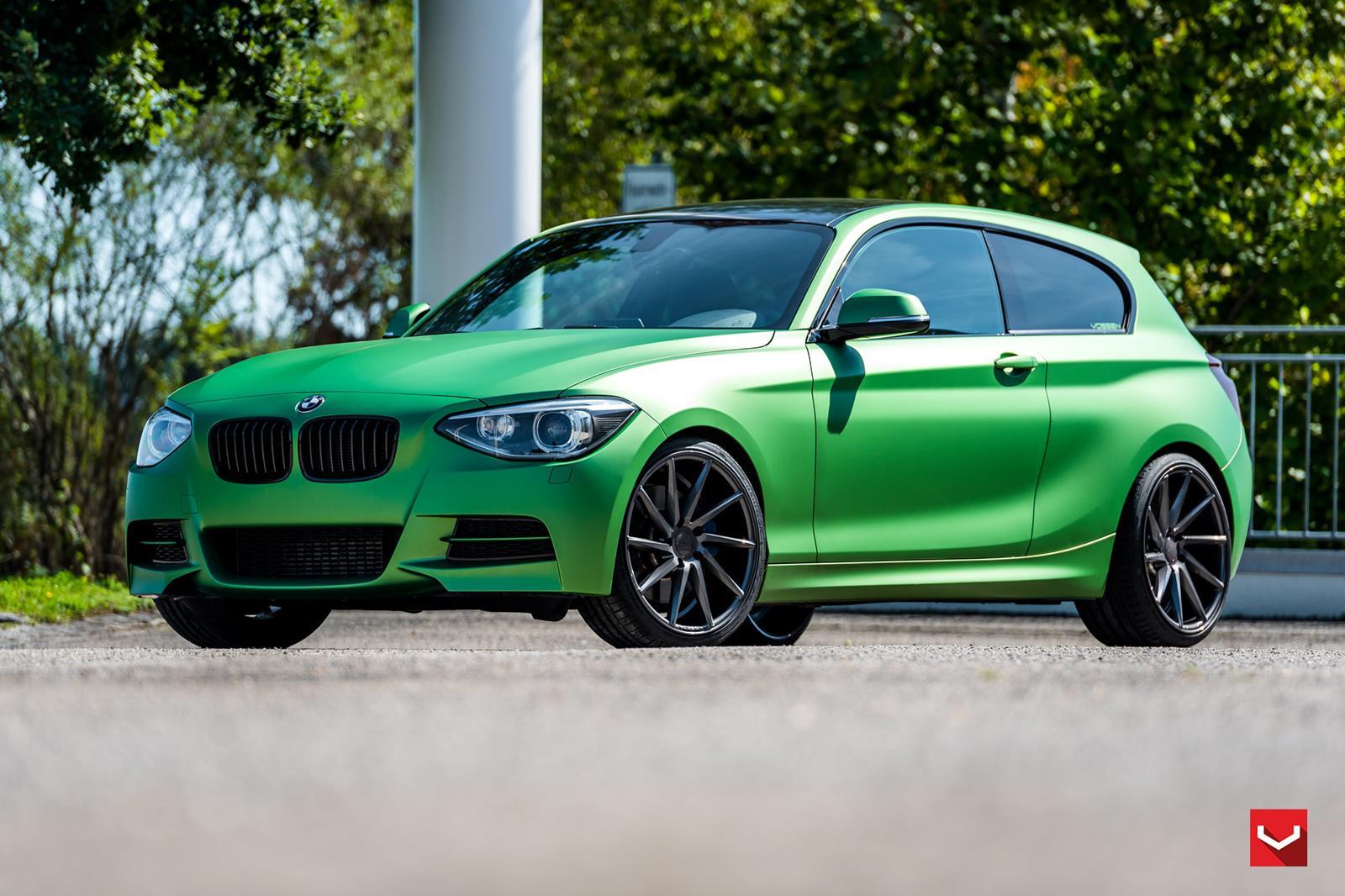 BMW 1er F20 Mit Matt-grüner Folierung Und Vossen Wheels