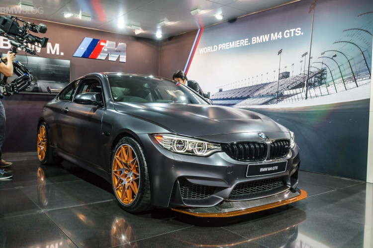bmw m4 gts live fotos mit clubsport paket aus tokyo. Black Bedroom Furniture Sets. Home Design Ideas