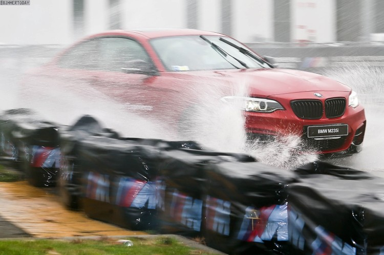 BMW-M235i-M-Performance-Drift-Action-EICMA-2015-05
