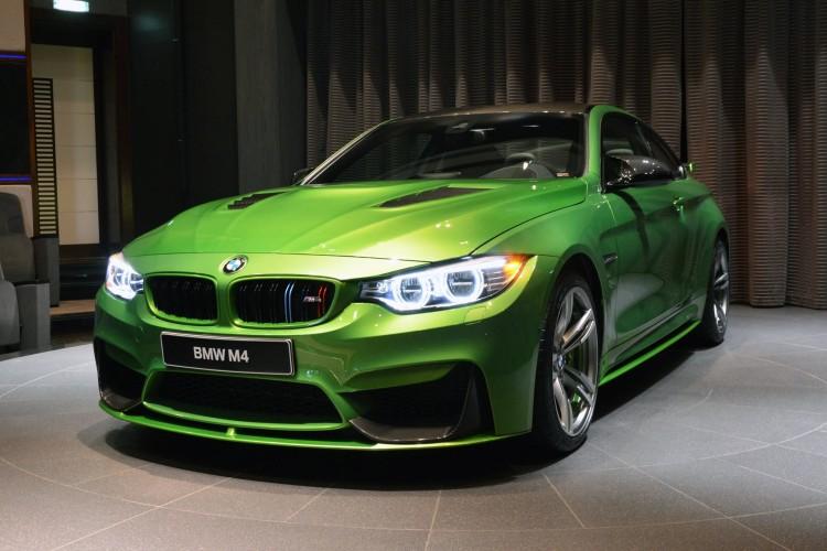 Bmw M4 Glänzt In Java Grün Und Mit Diversen Tuning Teilen