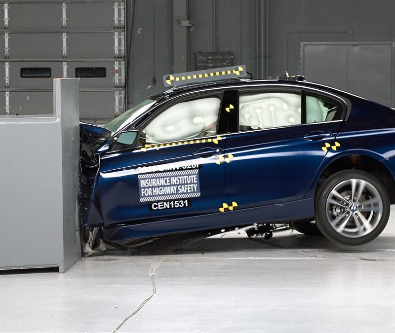 """Bmw Z2 2015: IIHS Small Overlap Crashtest: BMW 3er F30 Erhält """"Marginal"""""""