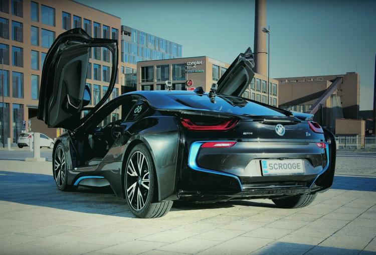 BMW-i8-Video-Helsinki-scooge-02