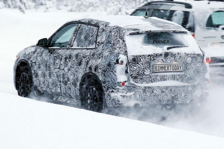 2016-BMW-X1-Langversion-F49-Erlkoenig-Fotos-Kompakt-SUV-LWB-02