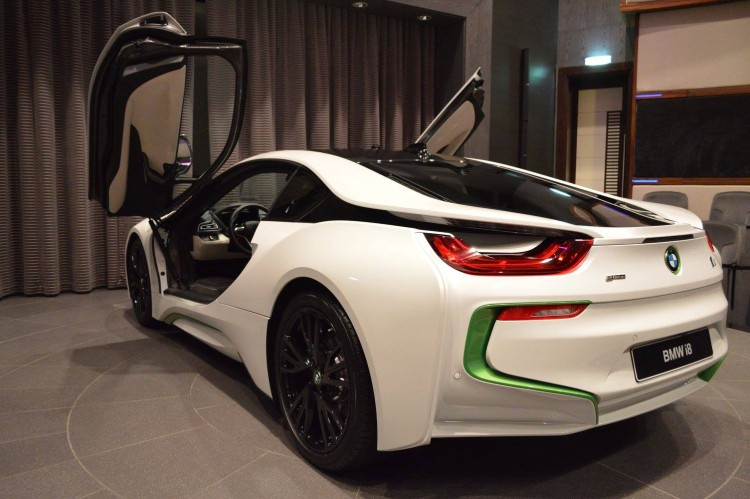 BMW-i8-Weiss-Java-Gruen-Abu-Dhabi-04