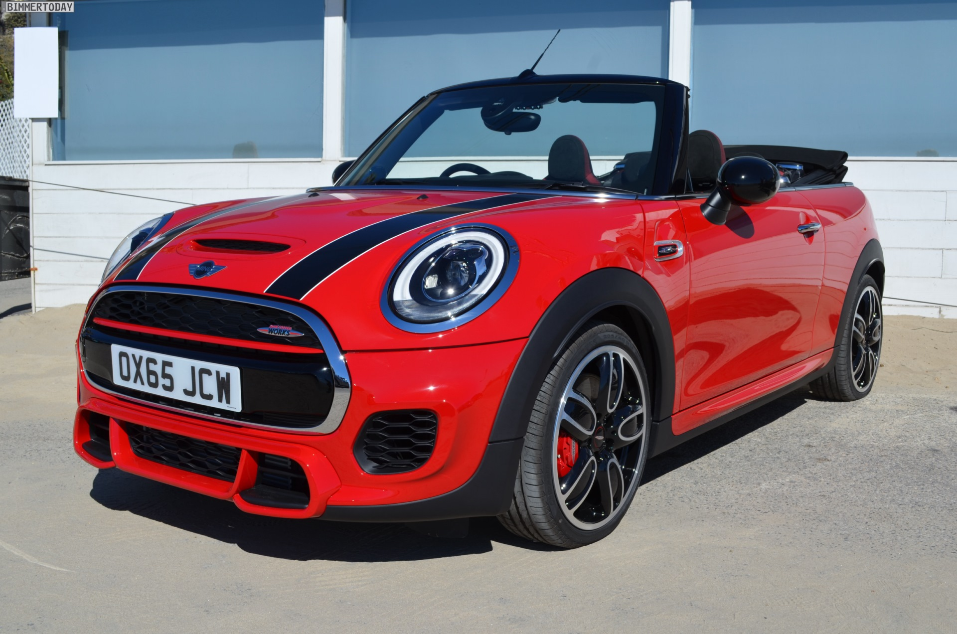 mini john cooper works cabrio f57 live fotos in chili red. Black Bedroom Furniture Sets. Home Design Ideas
