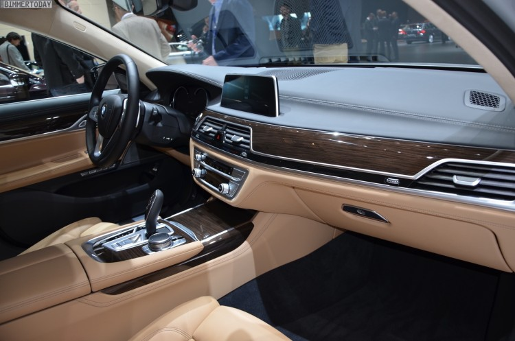BMW-740Le-G12-iPerformance-7er-Interieur-2016-Genf-Autosalon-Live-07