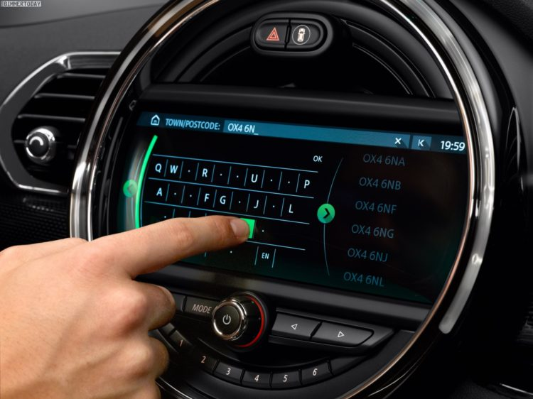 mini-touchscreen-infotainment-2016