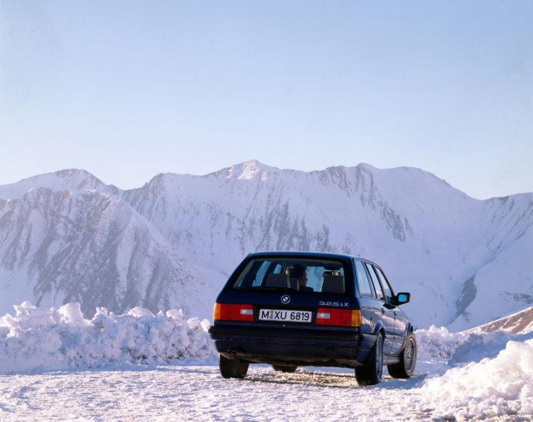 09-BMW-325ix-touring