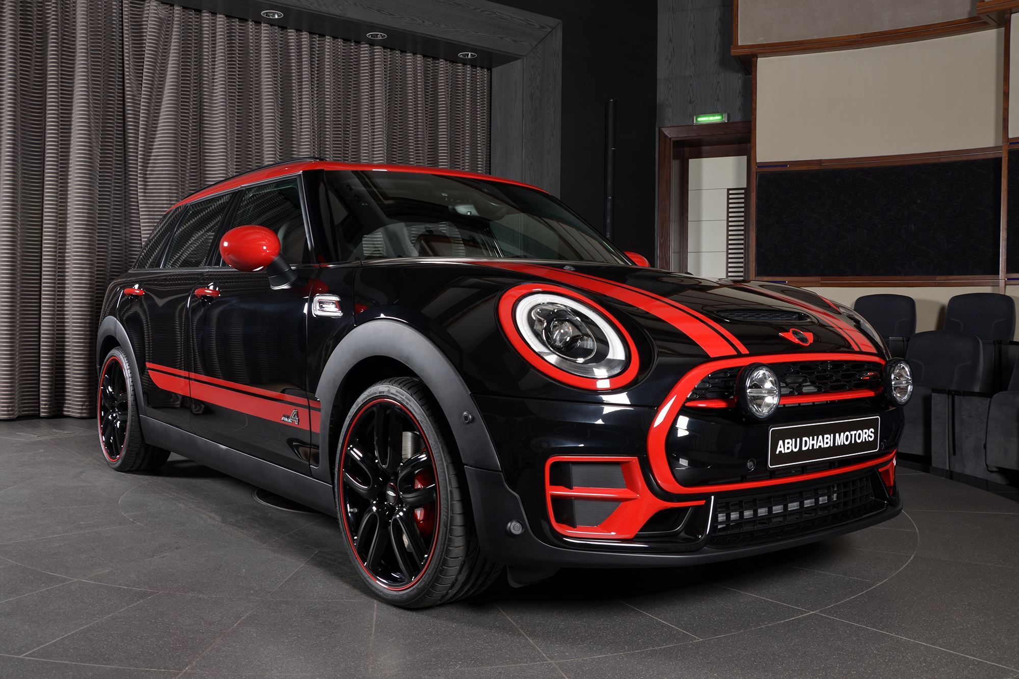 mini clubman john cooper works schwarz rot und 231 ps. Black Bedroom Furniture Sets. Home Design Ideas