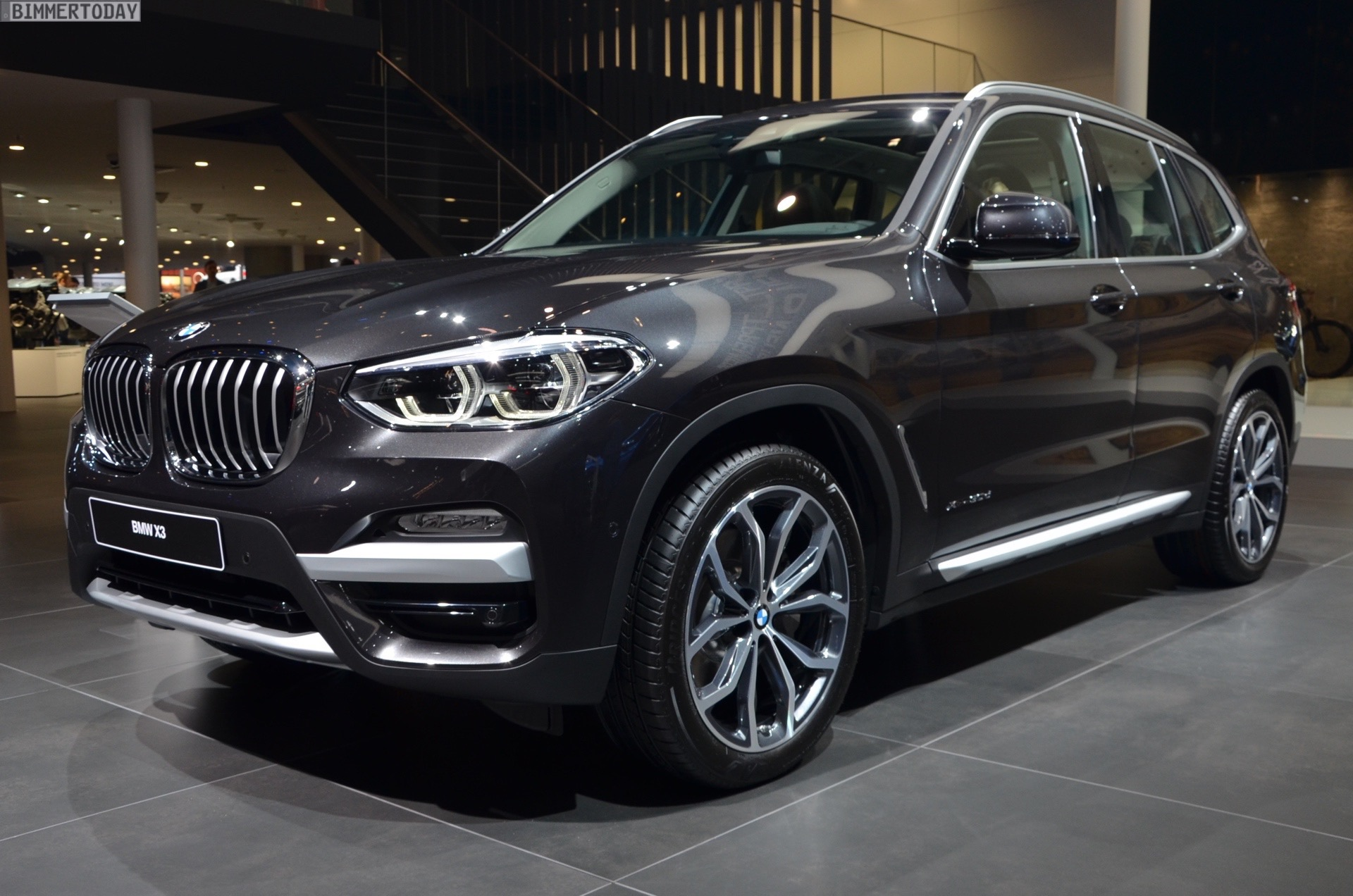 iaa 2017 bmw x3 g01 mit xline in sophistograu live fotos. Black Bedroom Furniture Sets. Home Design Ideas