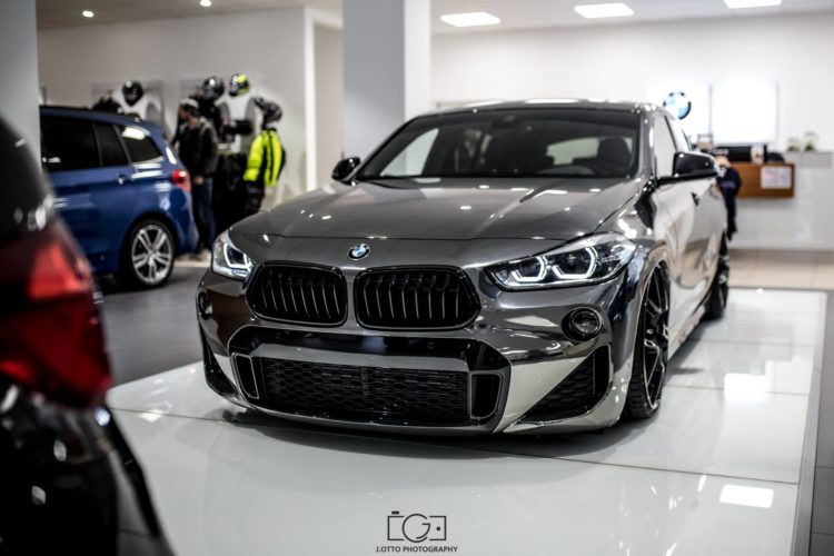 tief gl nzend bmw x2 tuning von maxklusiv mit luftfahrwerk. Black Bedroom Furniture Sets. Home Design Ideas