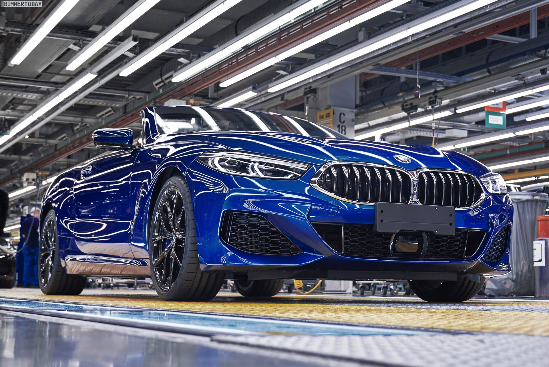 Bmw 8er Cabrio Produktions Start In Sonic Speed Blue