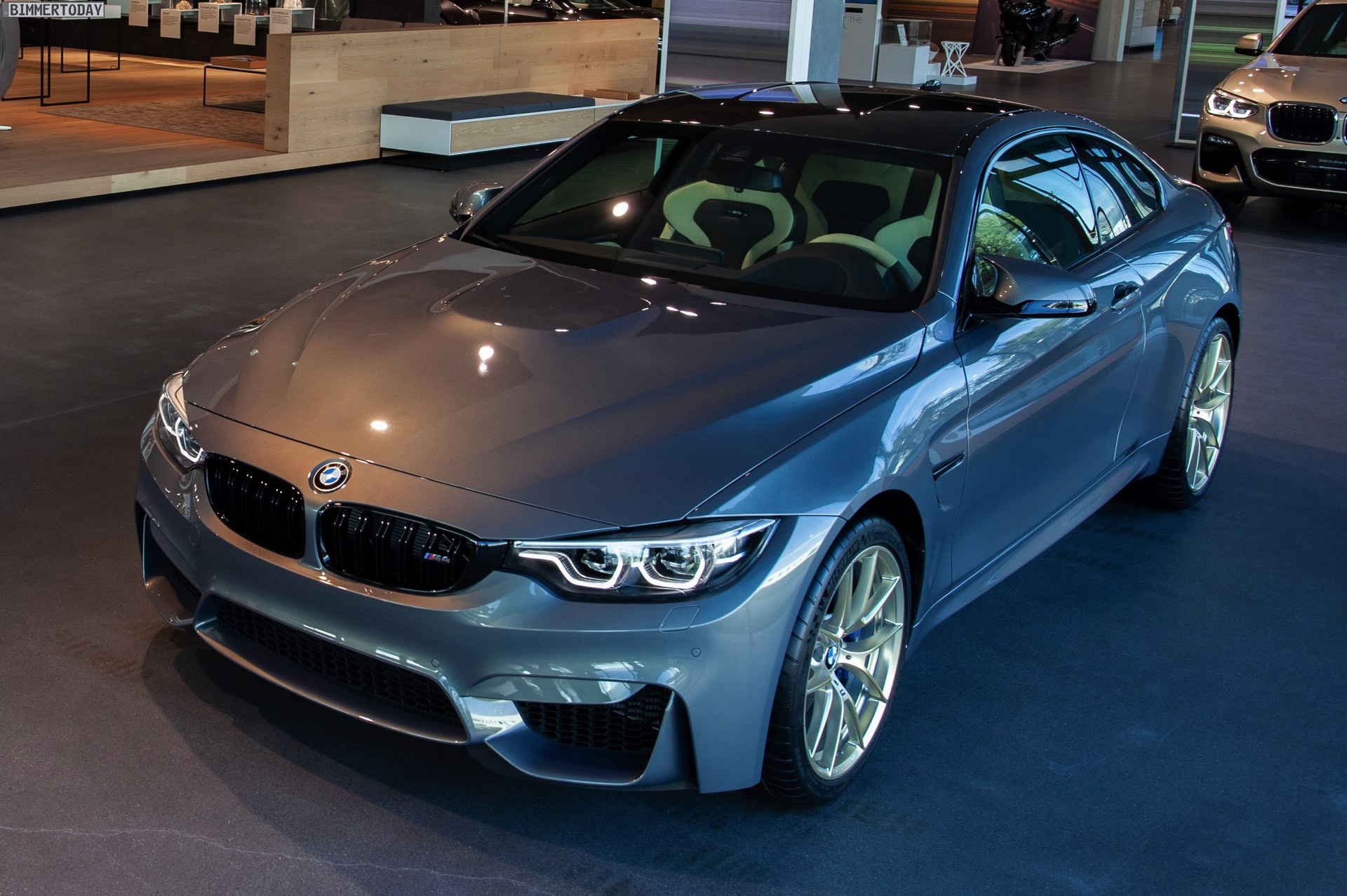 bmw individual m4 stratusgrau trifft felgen in frozen. Black Bedroom Furniture Sets. Home Design Ideas
