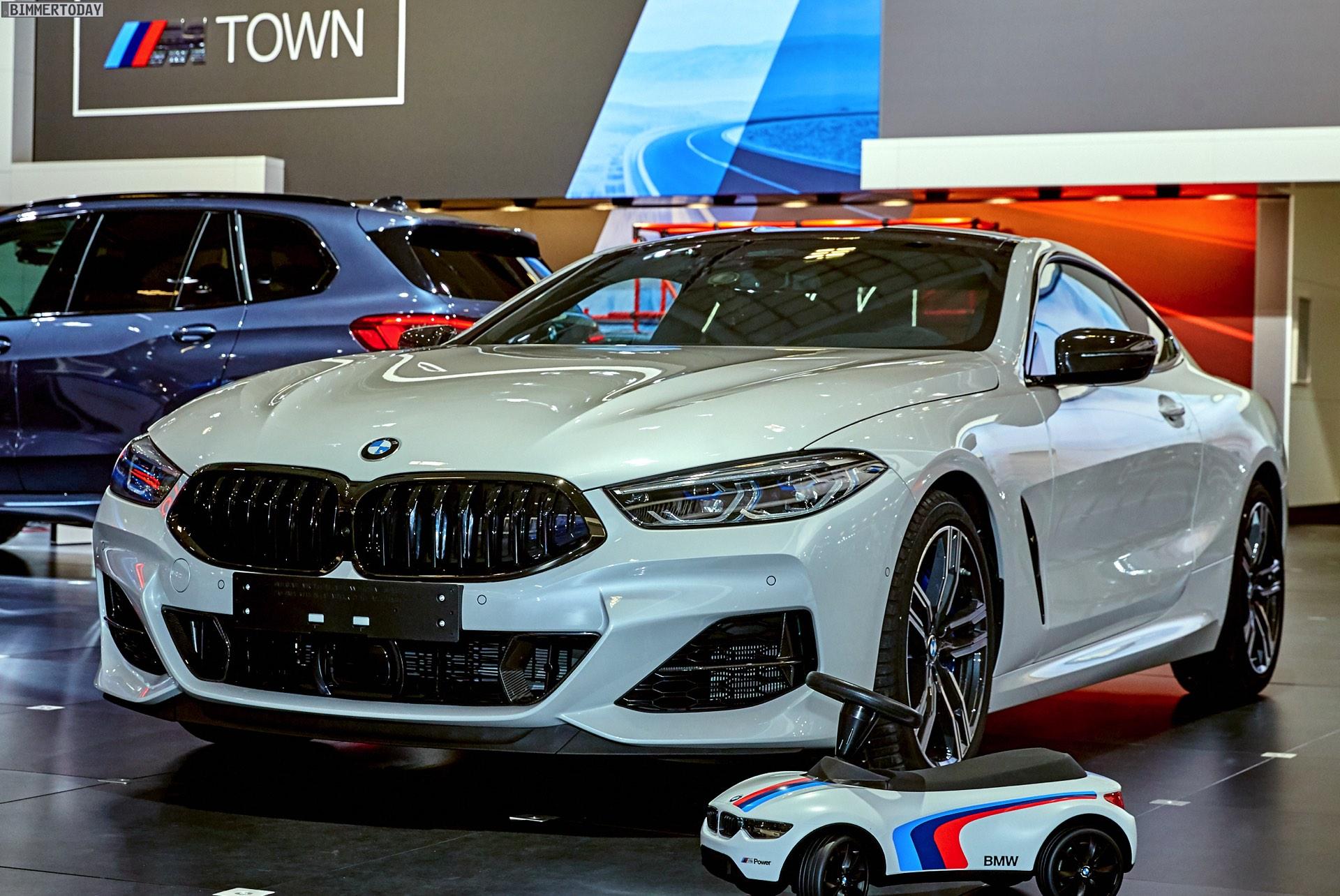 BMW M4 Coupe >> Schwarz, Weiß & Carbon: BMW 8er für Bondscoach Martinez