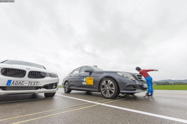 Aktiver-Fussgaengerschutz-ADAC-Vergleich-BMW-Mercedes-Volvo-Lexus-2