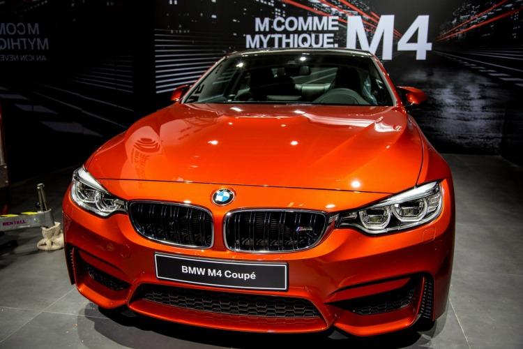Autosalon-Paris-2014-BMW-M4-Coupe-Sakhir-Orange-Live-Fotos