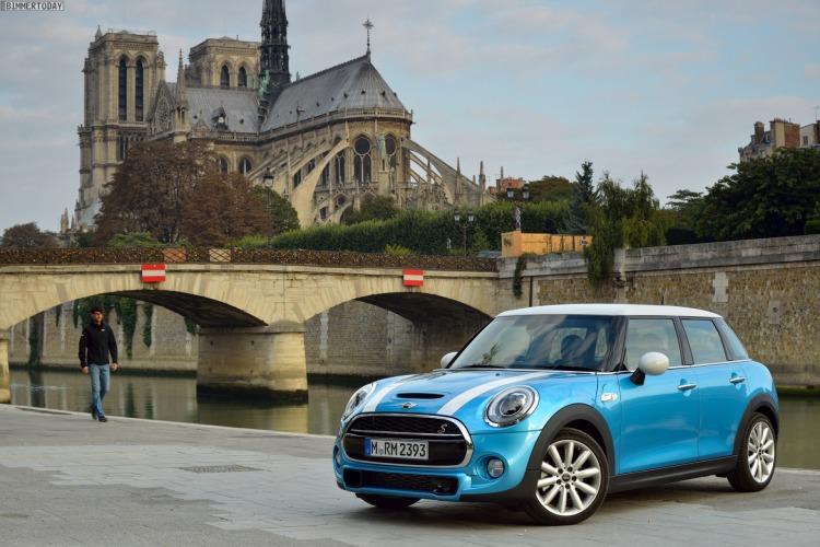 Autosalon-Paris-2014-MINI-F55-Cooper-SD-Fuenftuerer-Electric-Blue-08