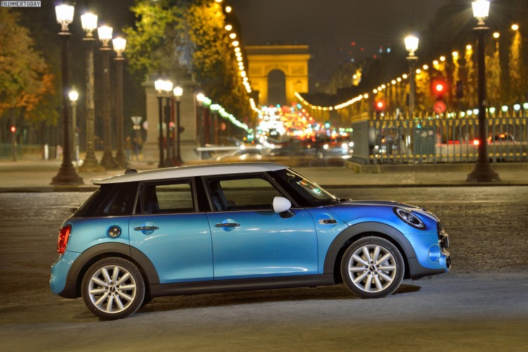 Autosalon-Paris-2014-MINI-F55-Cooper-SD-Fuenftuerer-Electric-Blue-26