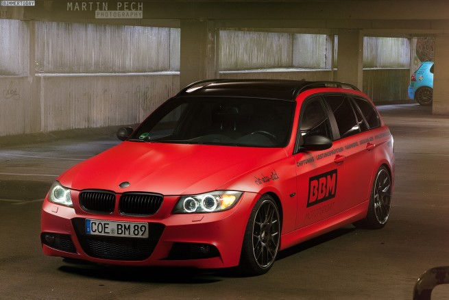 BBM-BMW-3er-Touring-E91-330d-Tuning-matt-rot-Folierung-01