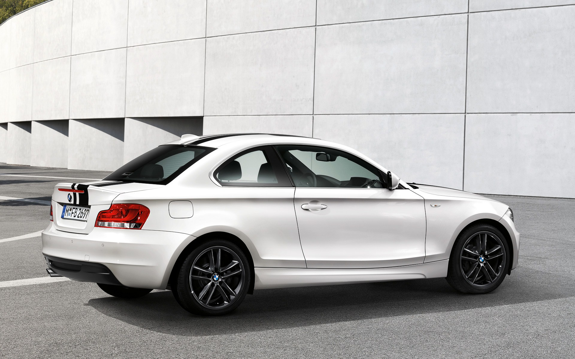 endlich wallpaper zu bmw 1er coup e82 lci 1er cabrio. Black Bedroom Furniture Sets. Home Design Ideas