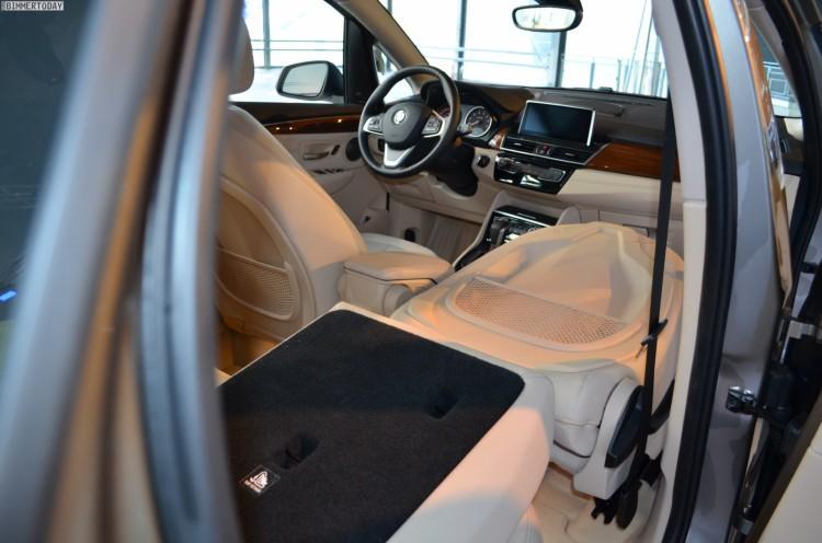 BMW-2er-Active-Tourer-Beifahrer-Sitz-umklappbar-umgelegt-1