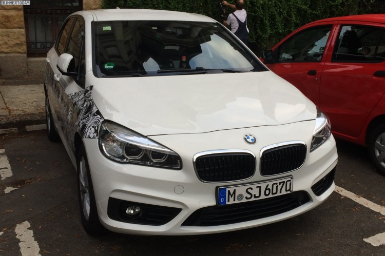 BMW-2er-Active-Tourer-Hybrid-Erlkoenig-Plug-in-Hybrid-Van-04