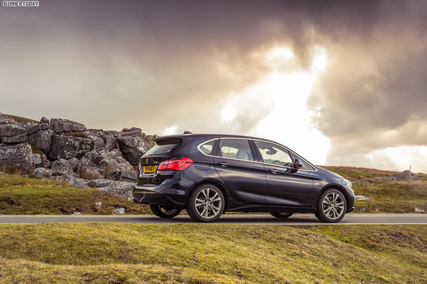 Bmw 2er Active Tourer Neue Fotos In Imperialblau Mit